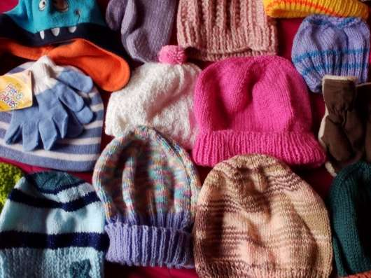 Детские шапочки с рукавицами и шарфы новые